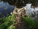 Rozpadající se máchadlo u jezera Typfl.