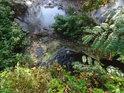 Říčka Šatava dodává vodu lužnímu rybníčku.