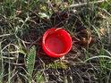 Plastové víčko, jak obvyklý jev ve chráněném území, o to více, pokud je na území města.