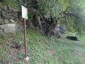 Úřední cedule v pravobřežní části chráněného území.