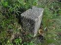 Žulový hraniční kámen na západním okraji Bosonožského hájku