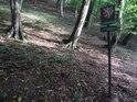 Úřední cedule pod svahem při severním okraji chráněného území, nedaleko Veverské Bítýšky.