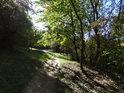 Podzimní pěšina Pod Martinkou.