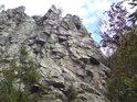 Drátenická skála je oblíbeným místem pro horolezce.