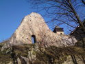 Z hradu se díky usilovné péči poměrně dost zachovalo.