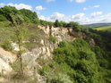 Severní část Ježovského lomu, kostel v pozadí patří do obce Osvětimany.