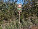 Úřední cedule v jihozápadním cípu chráněného území.