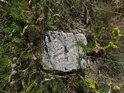 Trigonometrický bod z žuly na Kamenném vrchu.