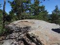 Jedna z mnoha plochých skalních hlav.