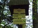 Turistický rozcestník Peklo, jedno z prvních trampských tábořišť v širokém okolí.