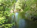 Malá Voda přitéká do Vrapače.