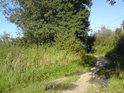 Příjezdová cesta k chráněnému území se nachází podél železniční trati Přerov- Břeclav.