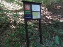 Úřední a informační cedule k chráněnému území Ochoza.