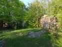 Na bývalém nádvoří hradu Oheb.