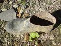 Typický úkaz v chráněném území přírody, holinka zpola uříznutá.