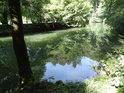 Tichá Orlice v Pelinách je nadržená jezem v Chocni.