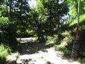 Schody patří ulici U Slavoje a jsou jako celá ulice jižní hranicí chráněného území.