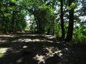 Lesní rozcestí na hřebeni Rokycanské stráně.
