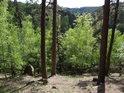 I v horních kótách Strádovského pekla je dobře znát klikatící se údolí řeky Chrudimky.