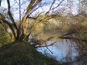 Řeka Labe u jihovýchodního cípu chráněného území.
