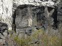 Na rozluštění nápisu v azbuce na úpatí hradu Bezděz by to chtělo více času. Snad je tu napsáno чмукент хасимов фуркат.