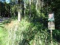 Úřední cedule pod Velkým Blaníkem je jen jedna z lesu cedulí v blízkosti.