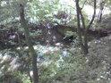 Mostek přes stružku, která odvodňuje Veltrubský luh.