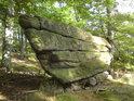 Kamenná příď karavely.