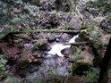 Přirozený most přes Stříbrný potok pro odvážné.