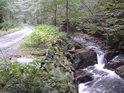 Od Nýznerovských vodopádů pokračuje asfaltová cesta na Klínovou boudu, ale není zde povolen vjezd motorových vozidel až na výjimky.