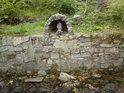 Nádherný kamenný vodníček střeží Stříbrný potok a čeká na svůj živý protějšek.