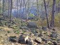 Na kamennou lavinu bývá moudré hledět zpovzdálí.