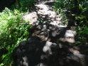 Přírodní kamenné schody.