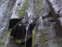 Vlhká část vodopádu má též své kouzlo.