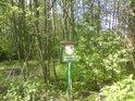 Cedule ochrany přírody tu zůstala, forma ochrany se změnila, z přírodní rezervace Moravičanské jezero se stala přírodní památka Zátrže, asi neměl úřední šiml co na jiného na starost...