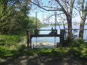 Stavidlo, které řídí odtok vody z jižního Moravičanského jezera, do něj se totiž vlévá potok Újezdka.