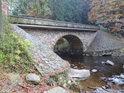 Kamenný most přes Divokou Orlici, pod kterým začíná překrásné chráněné území, zvané Zemská brána.