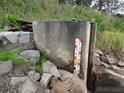 Vodočet u hlavní výpusti rybníka Zlámanec.